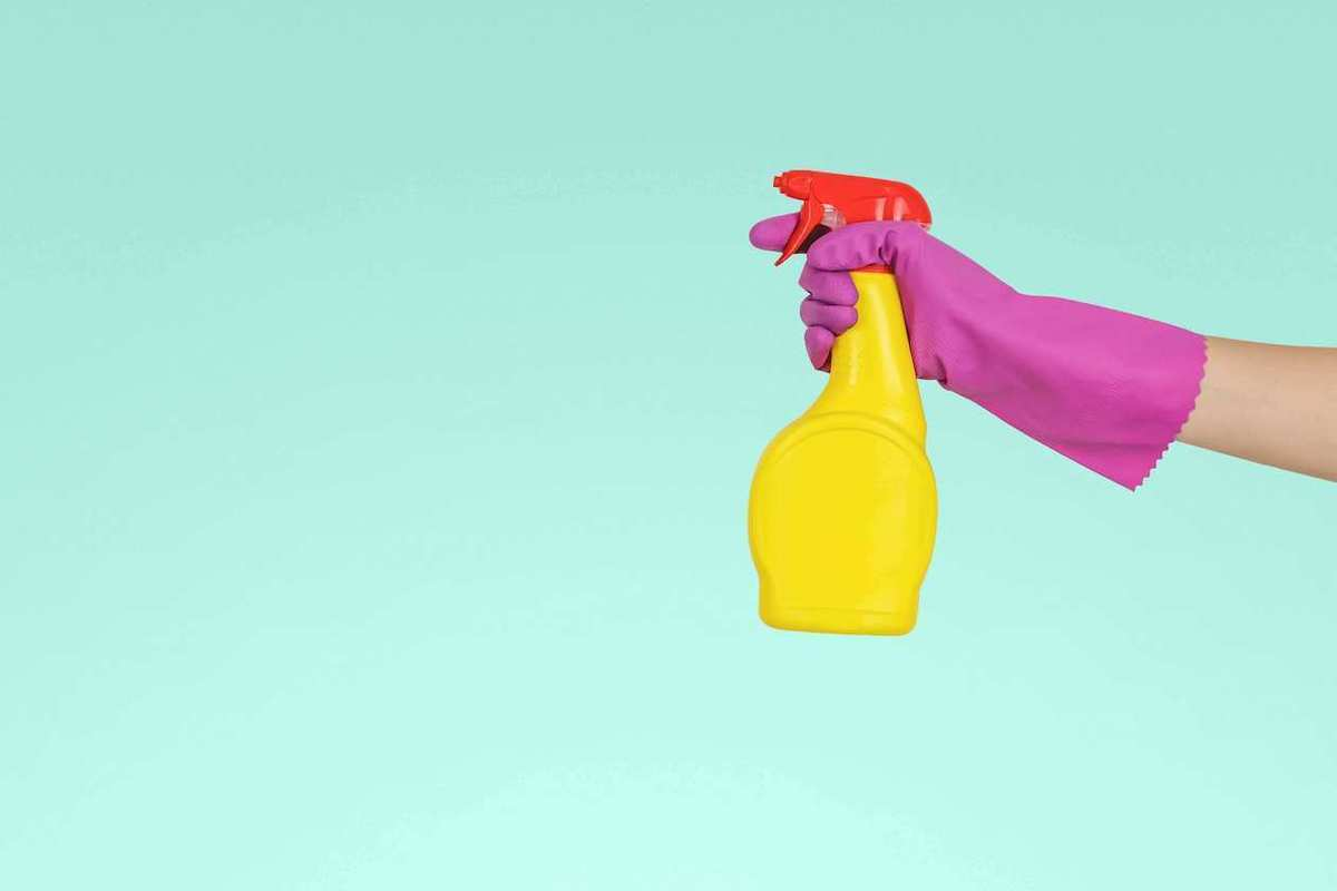 spring cleaning spray sanitize