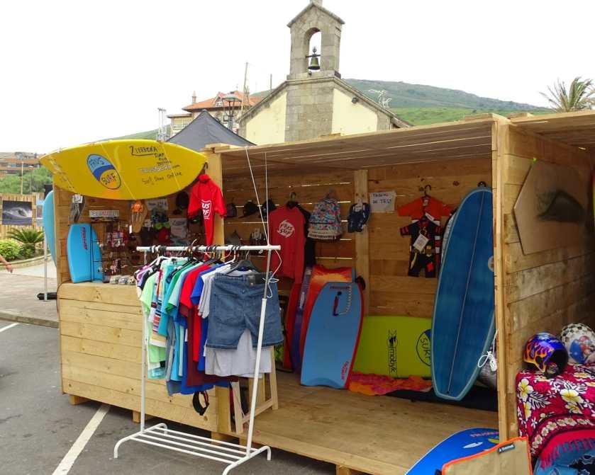 Caseta de FrusSurf en el Surf Film Festival de La Arena en Zierbena