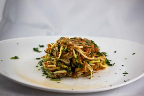Spaghetti-di-zucchine-con-olive-verdi