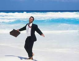 uomo in spiaggia