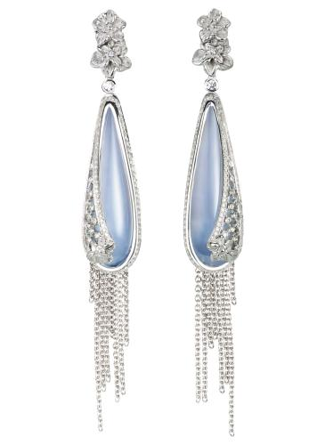 DA13604_022704_Sierpes_medium_earrings_in_white_gold,_chalcedony_and_diamonds.jpg_cmyk