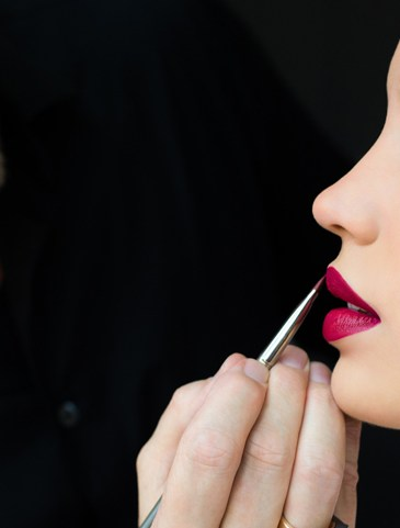 dolce-and-gabbana-makeup-dolce-matte-lipstick-ad-campaign-backstage-5