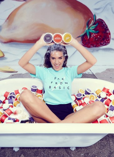 Valentina Ferrer_With_product