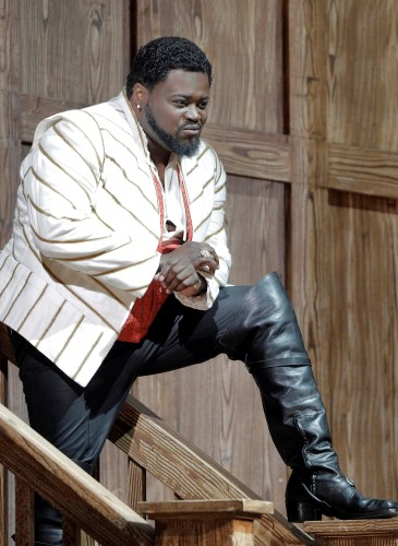 Russell Thomas in the title role of Donizetti's Roberto Devereux. Photo Cory Weaver