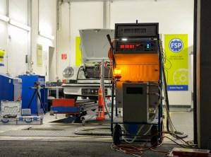 Röntgenprüfung an einem Porsche Carrera RS 2,7