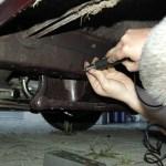 Härteprüfung am Rahmen eines Alfa Romeo 8C