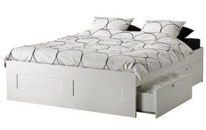 Sängen verkar uppfylla alla krav jag har, bortsett från att den saknar huvudgavel.