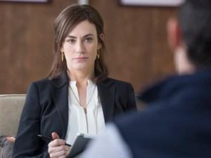 Maggie Siff som Wendy Rhoades i Billions, en serie det är lätt att fastna för. Bild: HBO Nordic