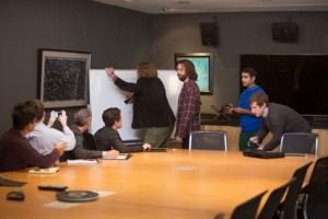 Tekniska genier men sociala katastrofer. 25 april har tredje säsongen premiär.