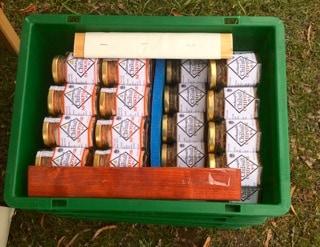 Tycker man plastlådor är fula kan man bygga egna i trä – men stapelbara lådor i rätt storlek gör ditt liv som knalle mycket lättare.