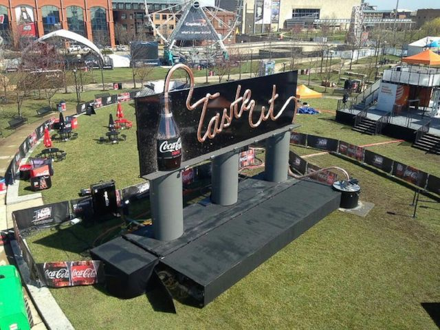 outdoor-print-coca-cola-drinkable-billboard