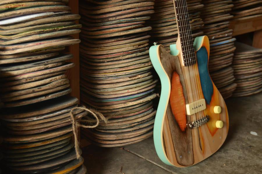 Guitarras hechas con skaters reciclados