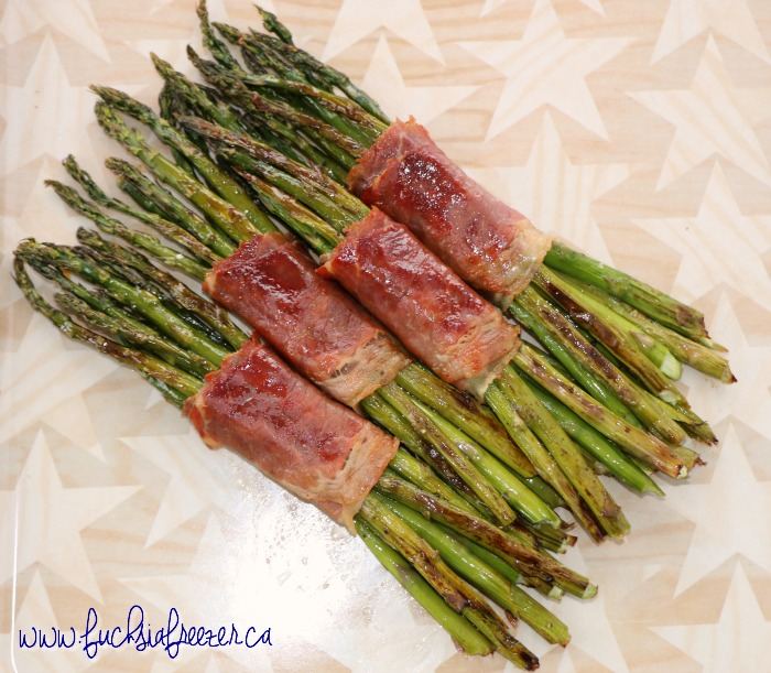 Prosciutto Wrapped Asparagus Bundles perfect of the grill! Easy enough your kids can help! Yum!
