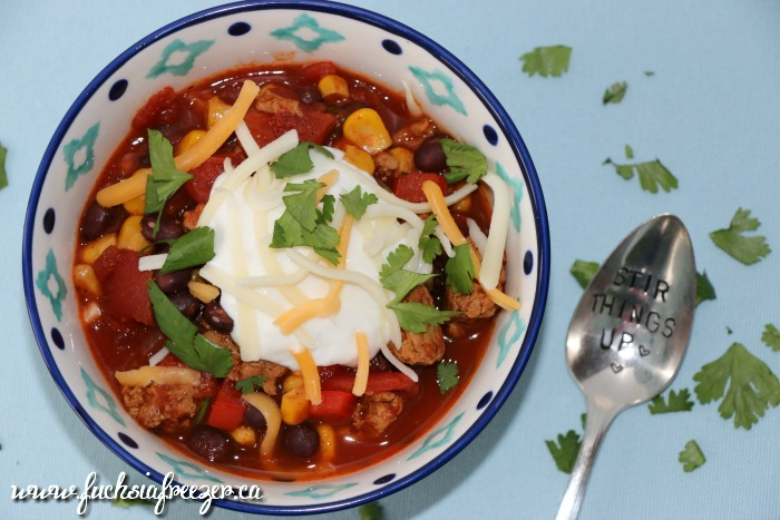 Crockpot Taco Turkey Chilli is only 4 smart points! Perfect for any weeknight meal. Freeze your left overs for an easy lunch or dinner down the road! Yum!