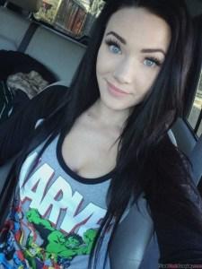 hot-marvel-fangirl-selfie