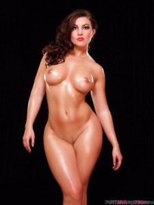 curvy-girl-wide-hips-small-waist