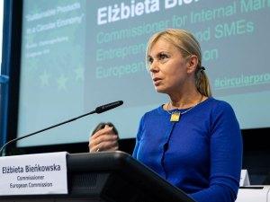 Elzbieta Bienkowska