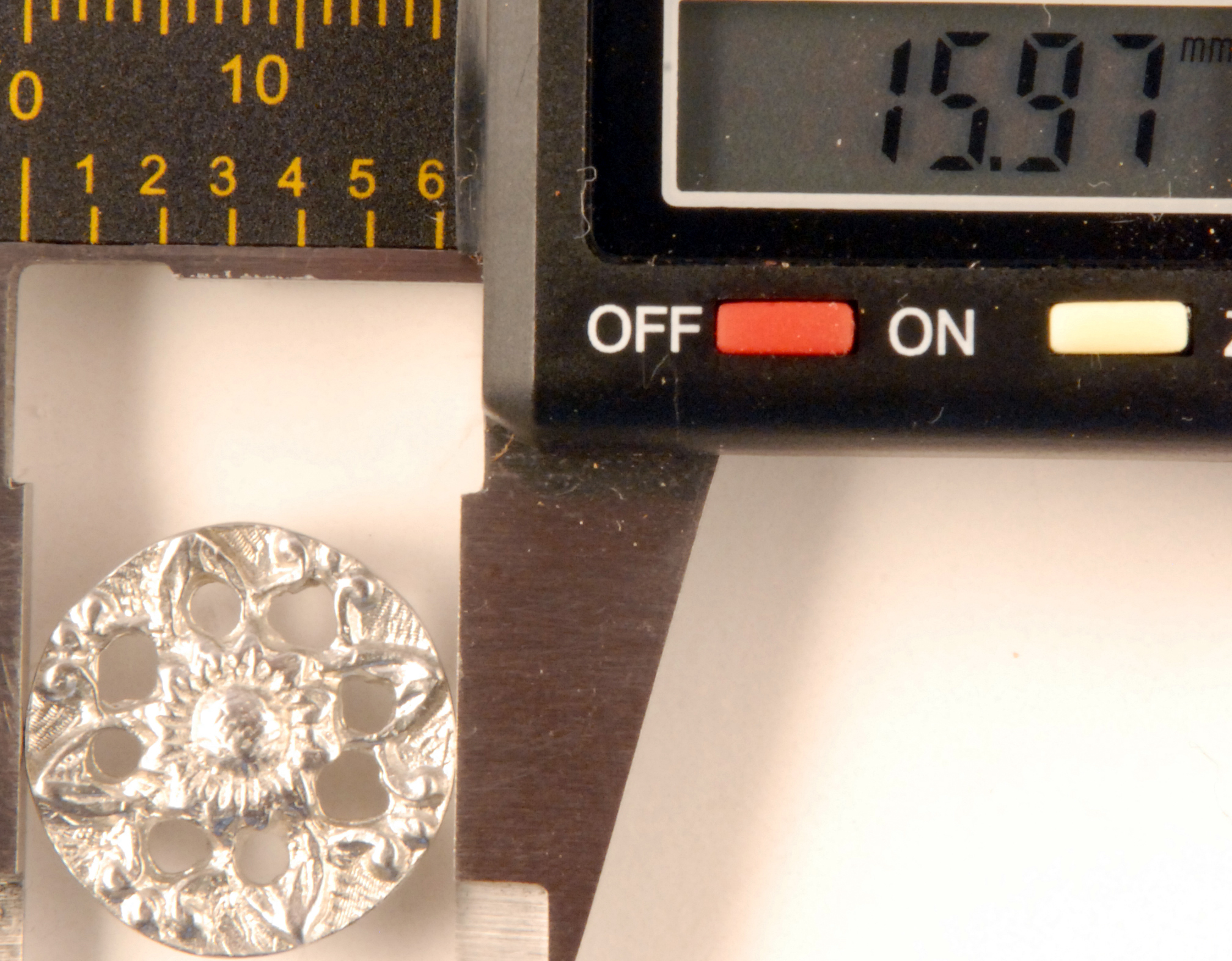 158 L Pierced flower, Pewter Button
