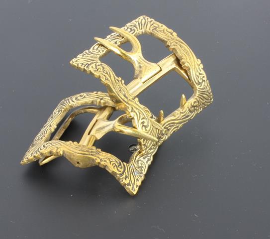 Swirl shoe buckle in Brass
