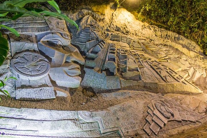 Escultura em pedra em Águas Calientes