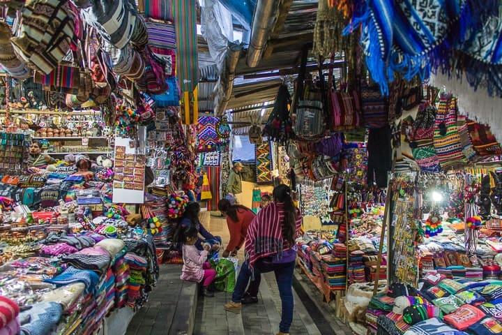 Mercado de Artesanato em Águas Calientes
