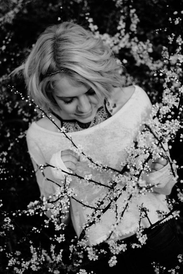 Jennie | Flower | Portrait | Fujifilm X-T1 | 35mm