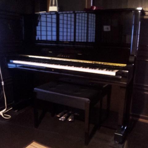 ピアノ全体写真