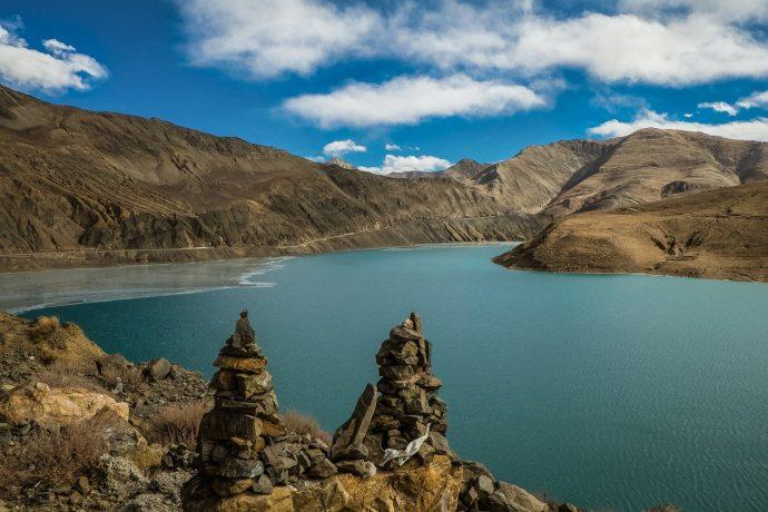 """Yarlung Tsangpo river, Tibet Fuji X-E2 . Fuji XF18-55mm . 18,8mm . f/14 . 1/250"""" . ISO 500"""
