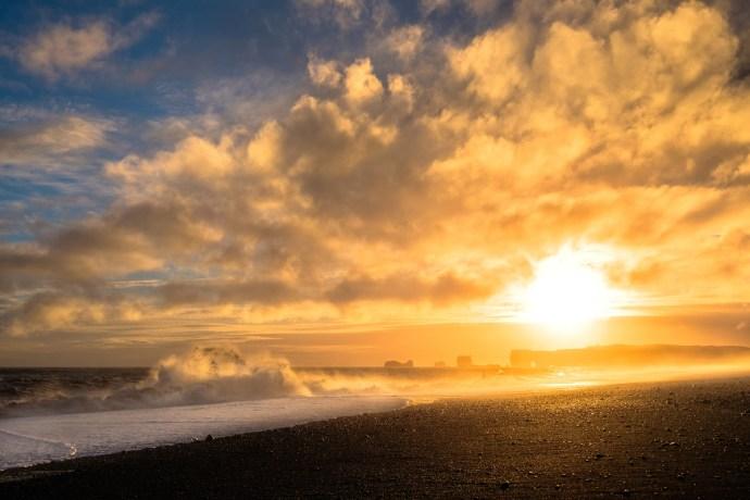 Vík í Mýrdal - Black beach , 24mm F11 1/900 iso200