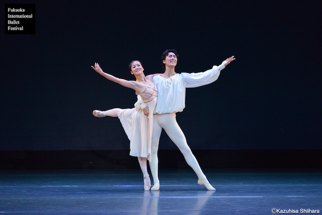 Nao Sakuma is now a Principal dancer with the Birmingham Royal Ballet. Her partner, Yasuo Atsuji, is currently a soloist with the Birmingham Royal Ballet. Here they perform the balcony scene from 'Romeo and Juliet'.