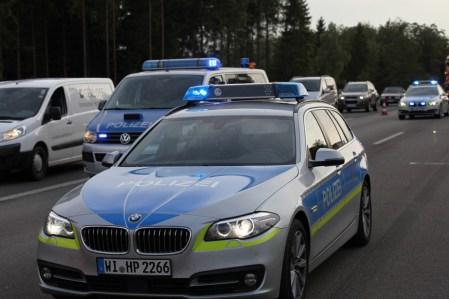 Drei Polizeistreifen vor Ort.
