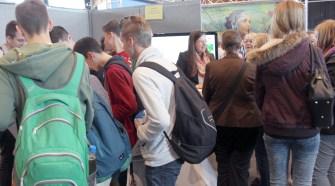 Am Stand des Vogelsbergkreises versuchten sich viele Jugendliche an einem Quiz.