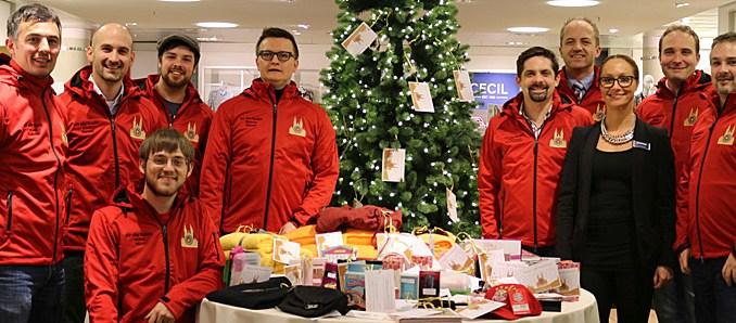 Weihnachtswünsche Jugendliche.Wunschbaum In Zusammenarbeit Mit Karstadt Und Media Markt
