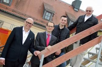 Architekt Andreas Staubach, Stadtbaurat Daniel Schreiner, Bauherr Moritz Staubach, Kurt Staubach. (v.l.)