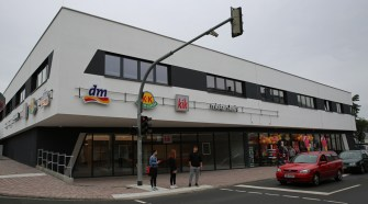 "Blick auf das neue Kaufhaus ""Casino Carré"""