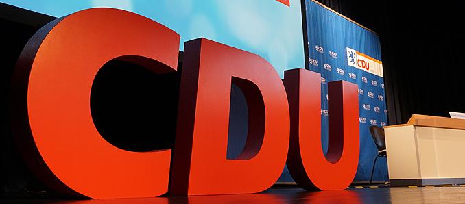 Umfrage: Führungsspitzen gespalten über CDU-Vorsitz