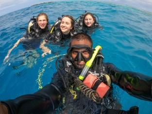 padi dive master guiding