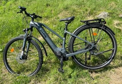 vélo-vtc-assistance-electrique-cube-bosch-625-location-full-mountain-aravis-manigod