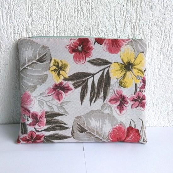 trousse fleurs hawaienne