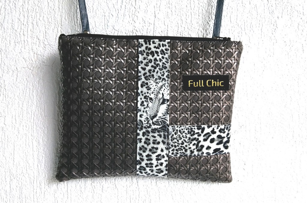 pochette leopard acier