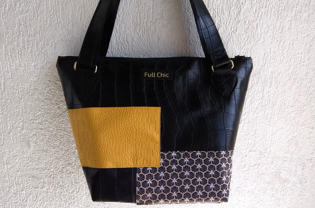 sac jaune noir