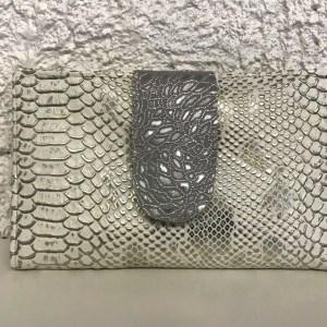 portefeuille blanc argent