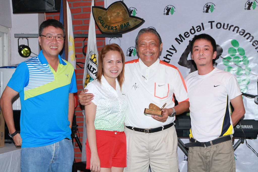 Rolly Santos won the lowest gross honors for the superseniors' division.