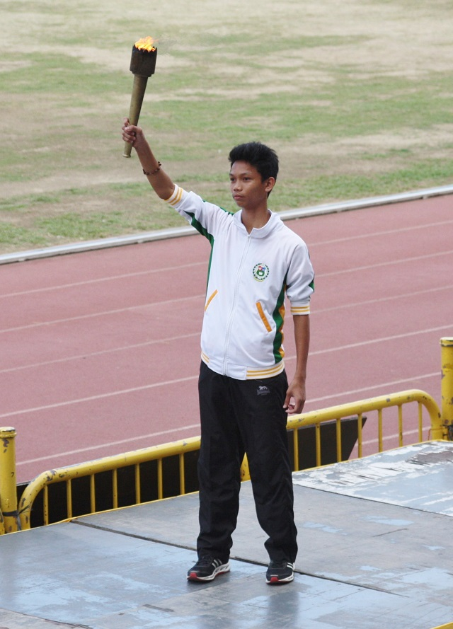 Ivan Miguel Santos of the University of San Carlos, a gold medalist for athletics in the recently-held MILO Olympics National Finals 2014, was tasked to light the Olympic urn.