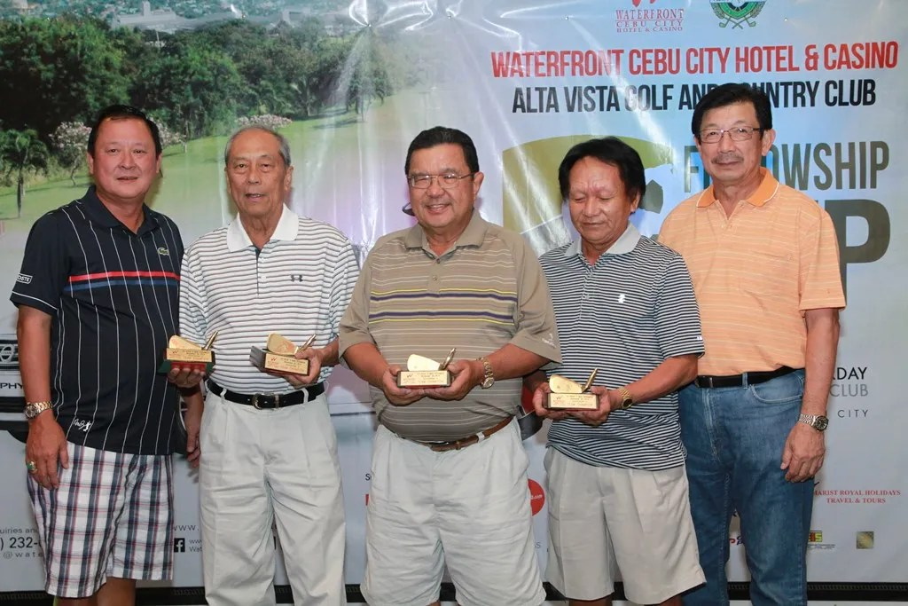 Monthly Medal Tournament Comm. Chairman Willy Go (left) and club director Inting Go (right) awarded the prizes to the champions of Division 2.  They are (from left) Vince Colina, Henry Casuga, and Mario Parungao. The fourth member of the team was Eric Deen.