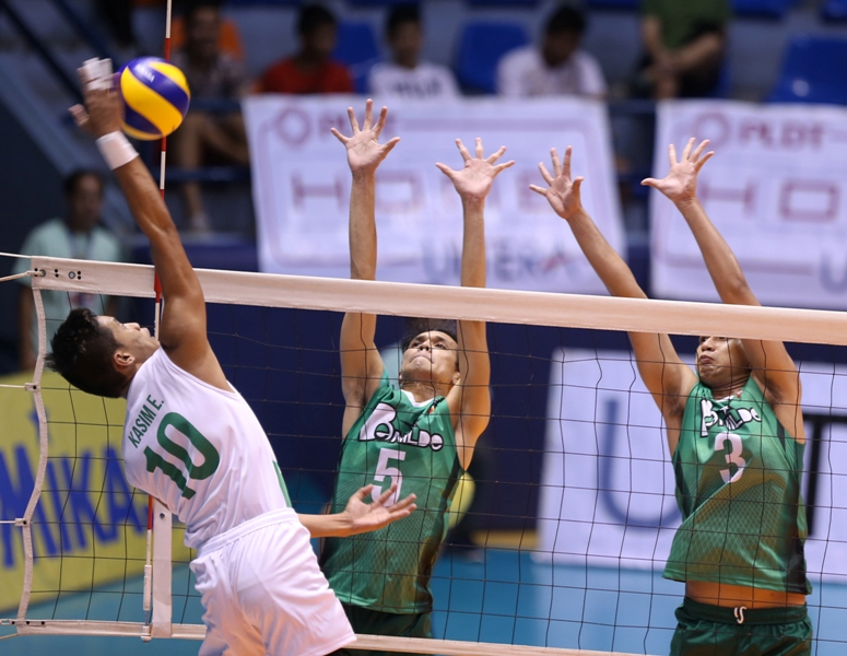 La Salle-Dasmariñas' Eddiemaer Kasim goes for a kill against St. Benilde's Berwyn Coming (5) and Ron Jordan during their Spikers' Turf Collegiate Conference clash at The Arena in San Juan.