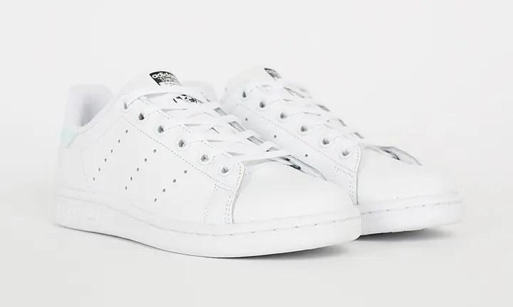 """ヒールにイリディセント(玉虫色)が施されたアディダス オリジナルス ウィメンズ スタンスミス Jが海外展開! (adidas Originals WMNS STAN SMITH """"IRIDESCENT HEEL"""") [AQ6272]"""