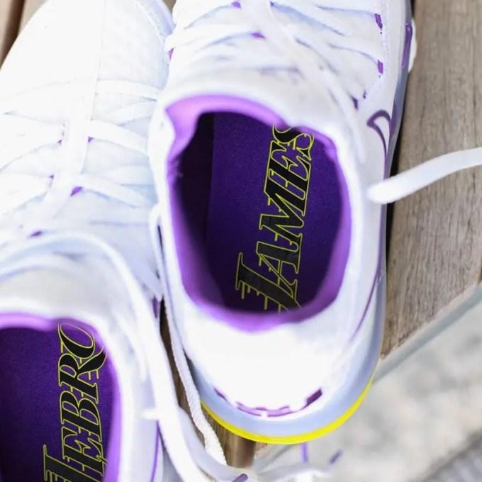 """4/1発売!ナイキ レブロン 17 ロー """"レイカーズ"""" """"ホワイト/ボルテージパープル"""" (NIKE LEBRON 17 LOW """"Lakers"""" """"White/Voltage Purple"""") [CD5007-102]"""