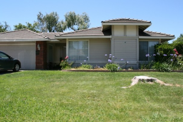 The second house we rented in Galt.  Sad to note they cut down a wonderful kid climbing tree in the front yard.
