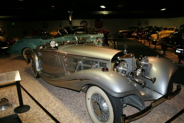 My personal favorite of the show.  I want it.  I would not drive it.  I just want it.  I wouldn't know what to do with it, except it must be seen.  Oh, I see why folks give such things to museums.